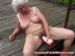 traumfrau masturbiert mit dildo